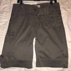 Below the knee Bermuda shorts